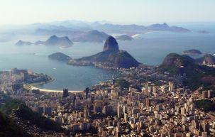 Der Zuckerhut, gesehen vom Corcovado mit der Christusstatue