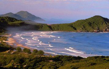Der Strand von Praia do Rosa
