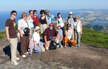 Ricardo Chama mit seiner Gruppe auf dem Gipfel des Pedra Bonita