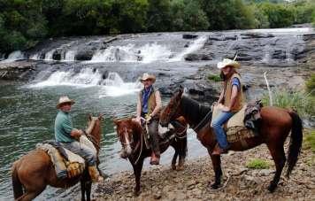Am Lavatudo-Wasserfall