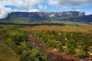 Rio Kukenan und der Monte Roraima
