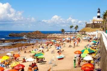 Strand und Leuchtturm von Praia da Barra